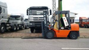 Bán xe nâng 3 tấn chạy dầu diesel, mới 100%, giá rẻ, có sẵn, giao hàng toàn quốc miễn phí. Xe nâng hàng 3 tấn Heli, chất lượng cao đạt tiêu chuẩn châu Âu